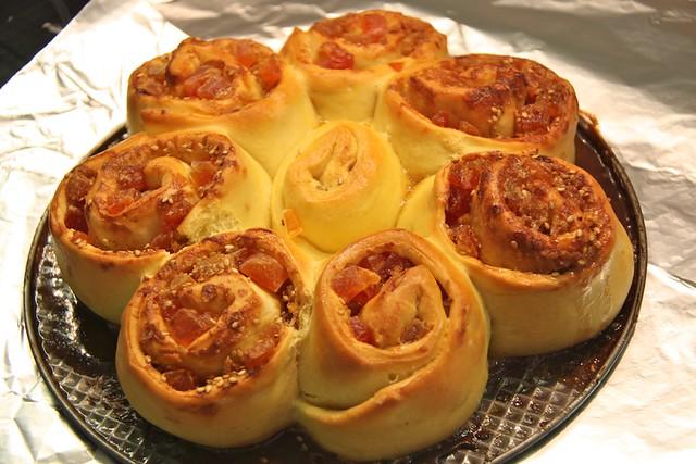 Espirales de Papaya y Sésamo recién salidas del horno