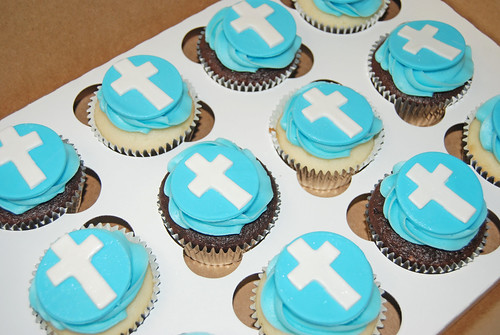 blue and white cross cupcakes for a boy's baptism
