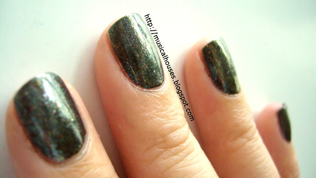 nails inc fitzhardinge street eyeshadow glitter 2