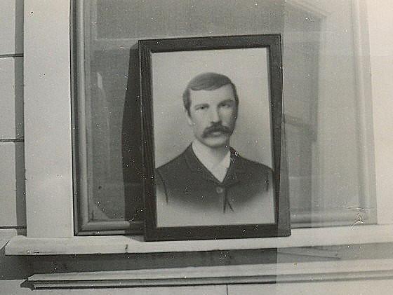 Header of Alexander Decker