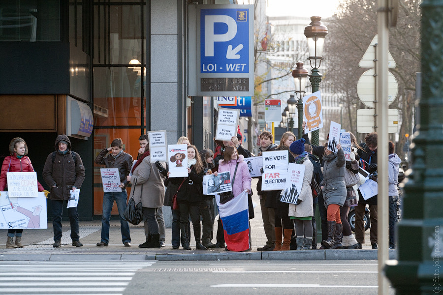 BRUSSELS — December 24, 2011: Political meeting to support fair election in Russia