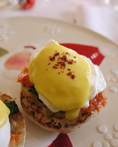 Poached egg, Hollandaise, gravlax, spinach