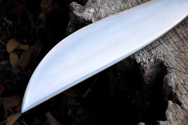 มีดเหน็บกลาง
