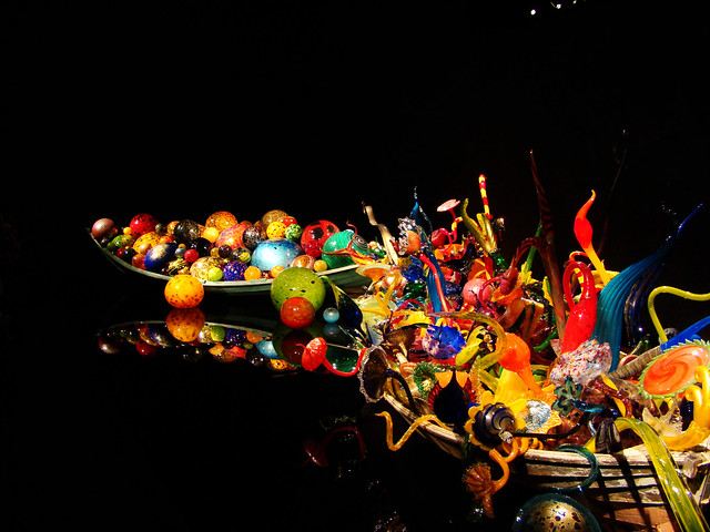 DSC02651 Dale Chihuly canoe reflection