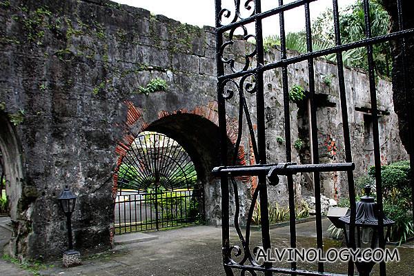 Antique metal gates