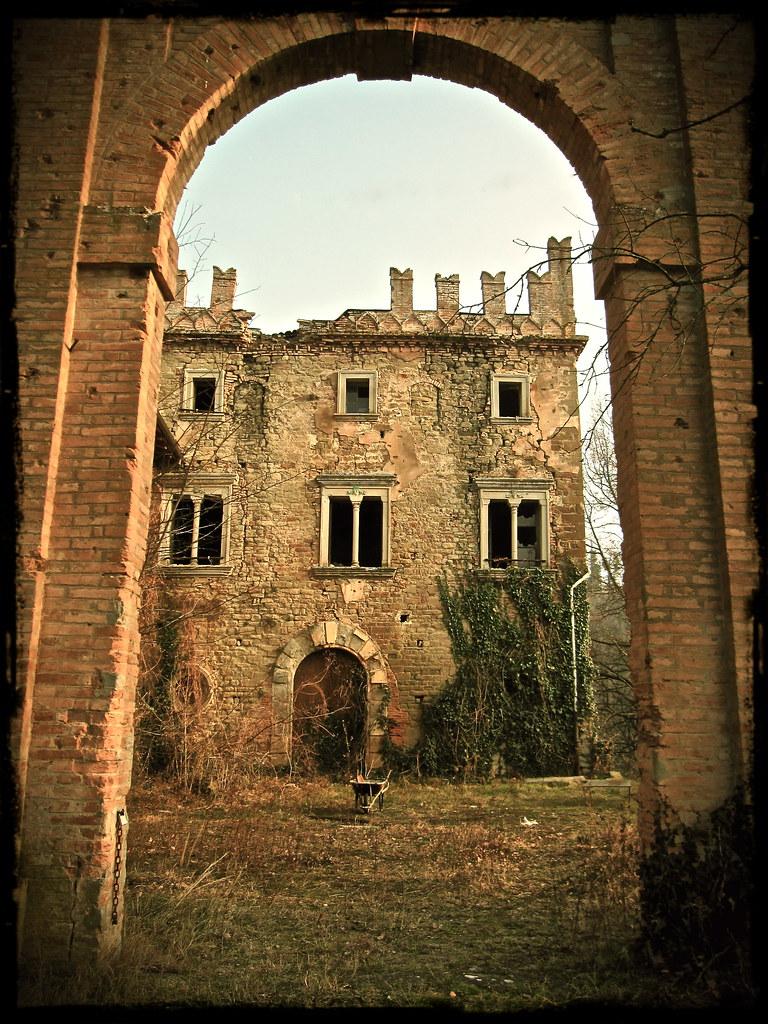 Castello di Zena - Arco d' ingresso