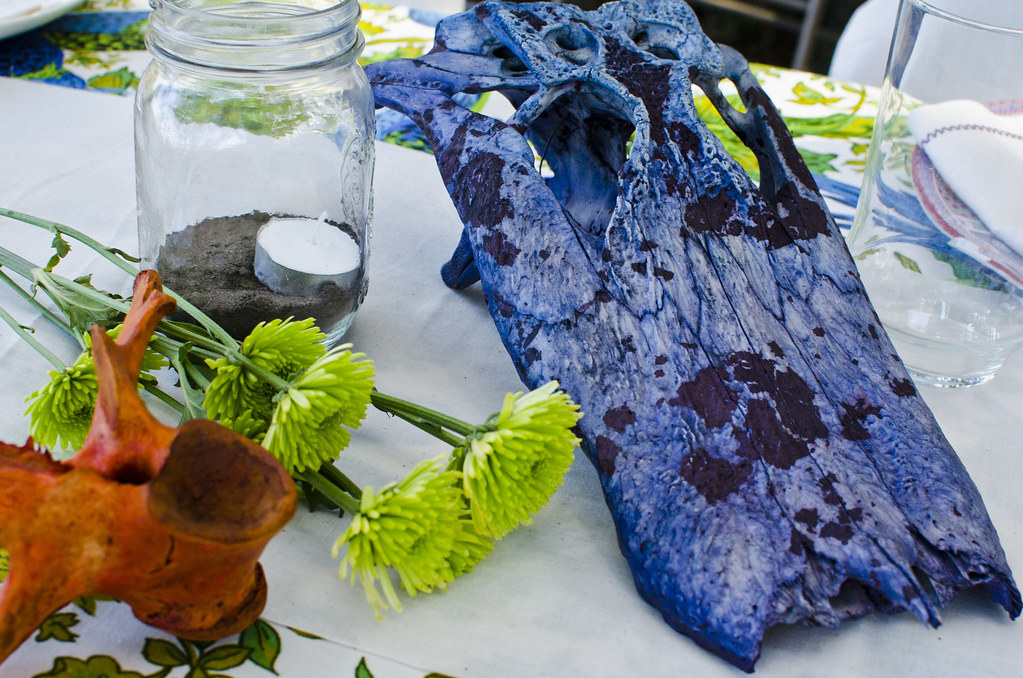 02 Table decor/ blue gator