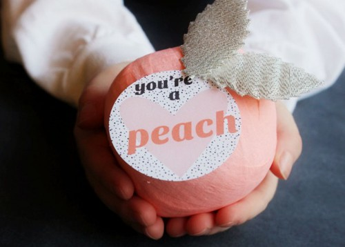 diy-peach-prize-ball-valentines-600x429