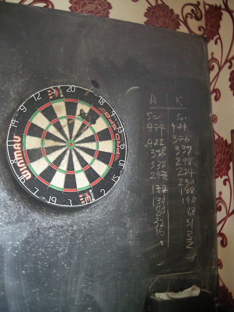 Queen's Pub darts