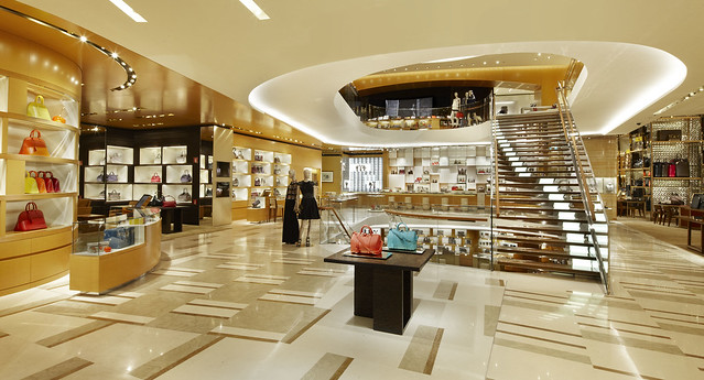 LV_01 2012_Roma_Store_005