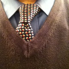 This is the necktie I wore today. Knot: Half-Windsor.
