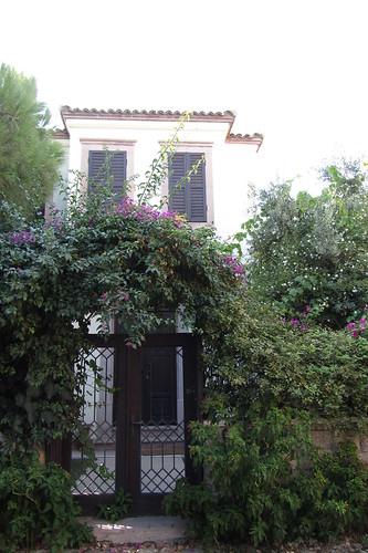 Burhaniye day 2 (Ayvalik): beautiful entrance to an old house (2)