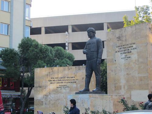Balikesir: Kurtdereli statue (3)