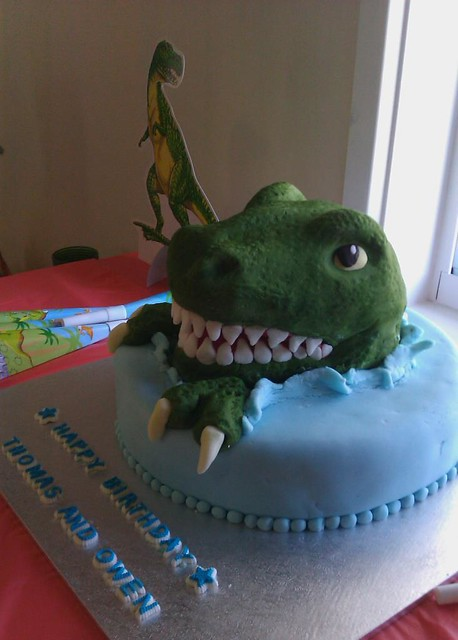 фото торта динозавра