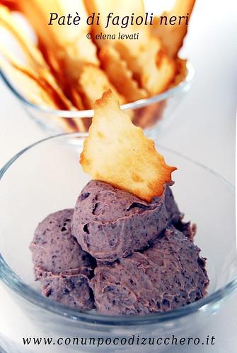 Patè di fagioli neri