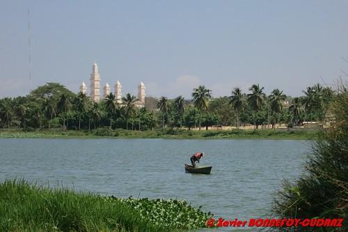 geotagged lac mosque lacs bateau pecheur civ côtedivoire yamoussoukro côted'ivoirela geo:lat=681519026 geo:lon=528249264
