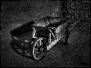 Alte Schubkarre - Old Wheelbarrow