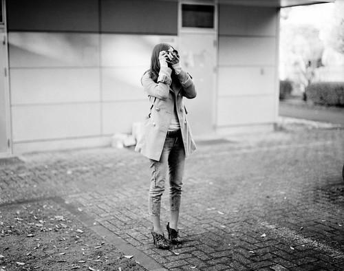 camera girl (with OM-2) - 無料写真検索fotoq