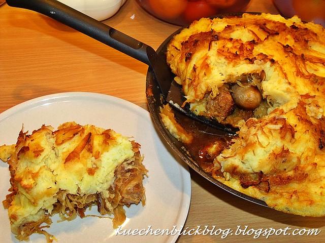 Wurst Sauerkraut Aufluf mit Kartoffelhaube