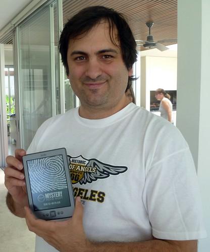Seba con Kindle 4 by sbassi