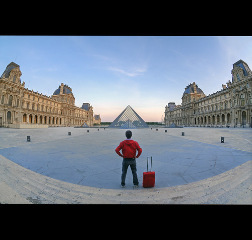 city red urban paris france rot monument metal architecture sunrise bag rouge dawn rojo md frankreich europa europe flickr do pyramid alba louvre frança landmark luggage fisheye vermelho aurora frankrijk dämmerung rood rosso borsa francia sonnenaufgang pyramide mala bagage parijs lelouvre maleta aurore valise parigi piramide zonsopgang frankrike koffer bagagem aube francja bagagli marcdo marcde dagerrad