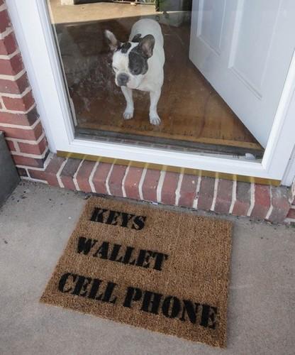 keyswalletcellphone