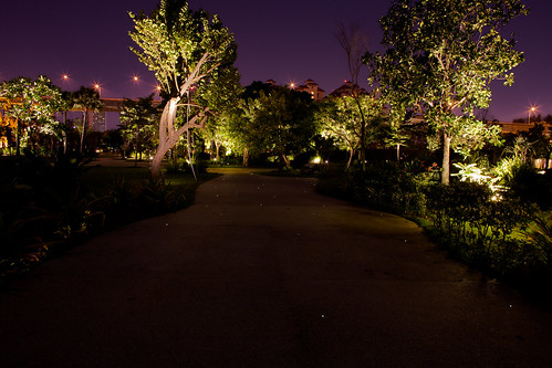 Footpath into Gardens by the Bay East