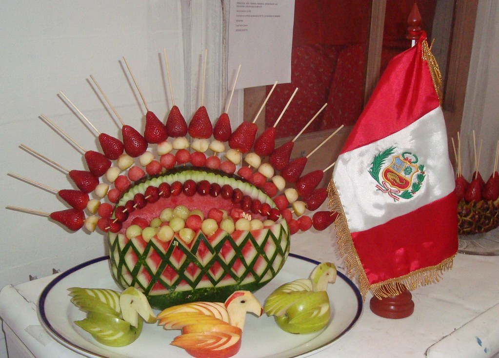 decoracin de sandia con brochetas de frutas