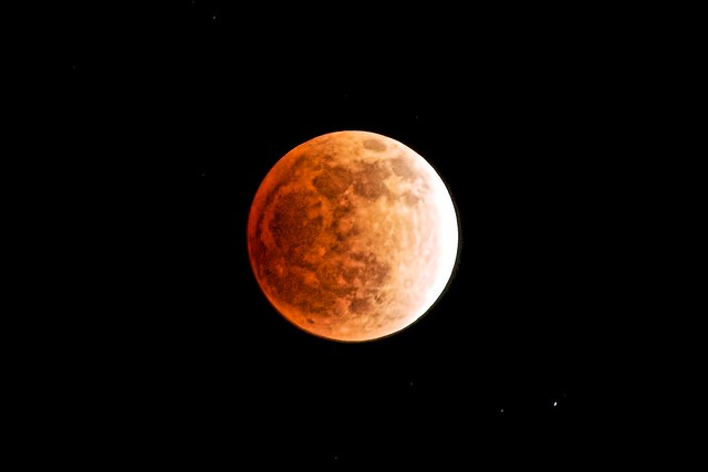 A total eclipse of the moon with PENTAX K-5