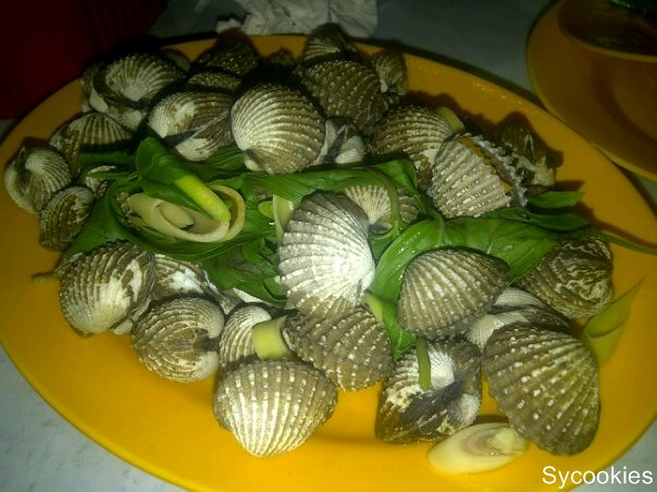 2.Cockles @ Thai seafood jalan alor. Different from the usual as its boiled with some mint leaves and some other herbs.