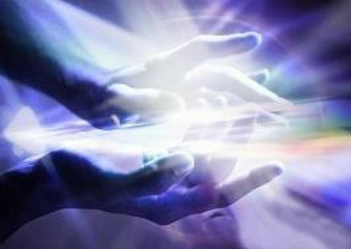 two hands energy_light_connection_oneness