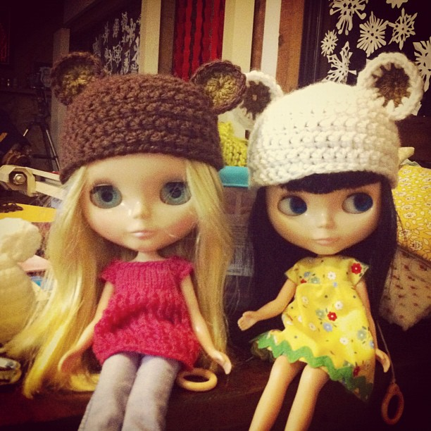 Blythe bear hats ❤ oh I named the blonde one Billie
