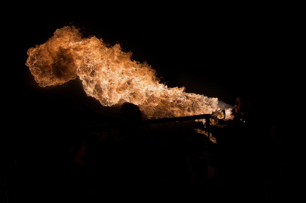 Photos cracheurs de feu - anniversaire 8 ans palais tokyo 21 janvier 2012 - Page 5 6750569619_66fa800fe6_o
