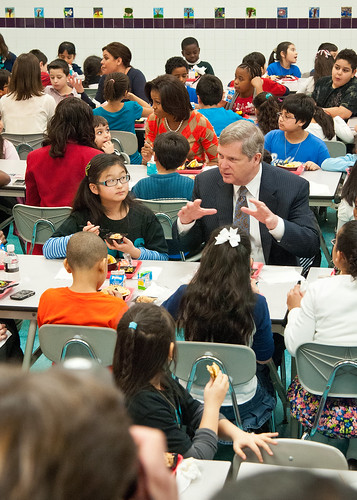 Agriculture Secretary Tom Vilsack joined First Lady Michelle Obama and celebrity cook Rachel Ray at Parklawn Elementary School in Alexandria, Virginia, Wednesday, January 25, 2012 to speak with faculty and parents about the United States Department of Agriculture's new and improved nutrition standards for school lunches. An important accomplishment of the Healthy, Hunger-Free Kids Act that President Obama signed into law last year, USDA is making the first major changes in school meals in over 15 years. The new standards encourage fruits and vegetables every day of the week, increasing offerings of whole grain-rich foods, offering only fat-free or low-fat milk and making sure kids are getting proper portion sizes. USDA Photo by Bob Nichols
