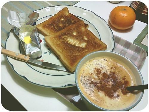早餐 ::: 烤吐司夾奶油+熱咖啡 by 南南風_e l a i n e