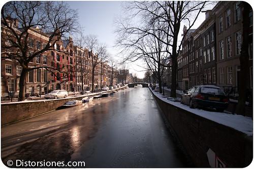 Puentes con canal helado