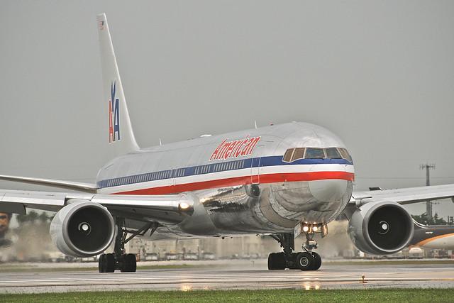 American Airlines Boeing 767-300; N393AN@MIA;17.10.2011/626bo