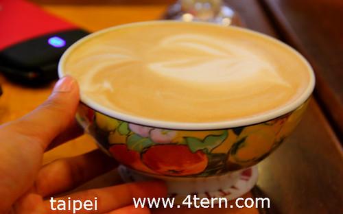 一大碗卡布奇诺在Cafe Latte