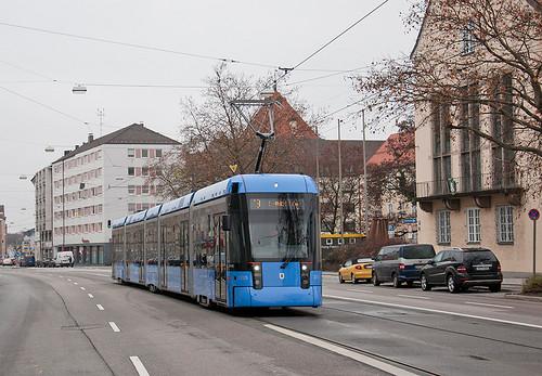 Variobahn 2315 verlässt Pasing in Richtung Innenstadt.