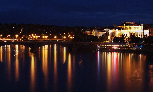 Vista nocturna de Praga
