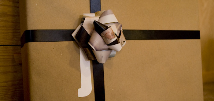 xmas wrapping, pattern mixing, handmade bows, tilda swinton,