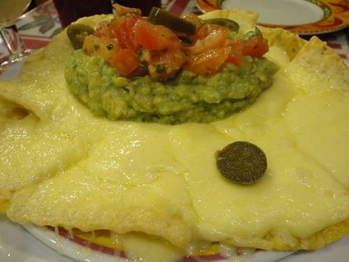 Nachitos con guacamole