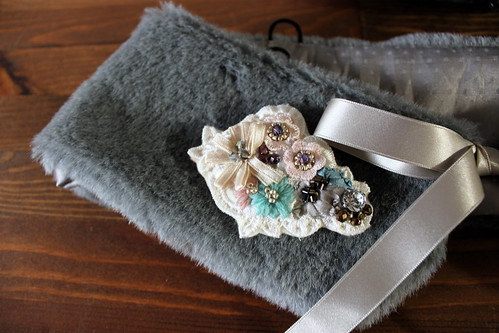 tweed bag_fur & brooch