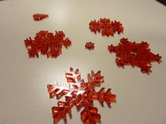 flocons de neige rouges