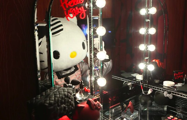 sephora-hello-kitty-noir-hotel-suite-05