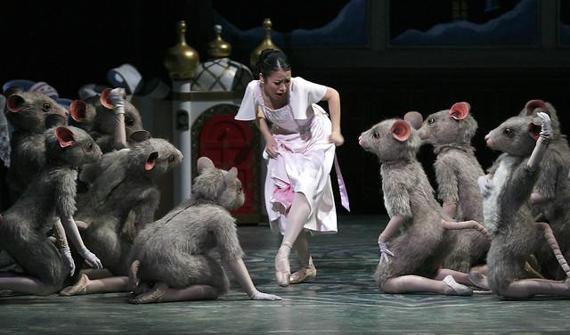 Alberta_Ballet,_The_Nutcracker,_Artist_Asaka_Homma_cred_Darren_Makowichuk_4x6