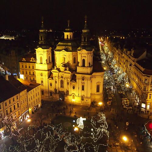 クリスマスマーケット前。上から@プラハ