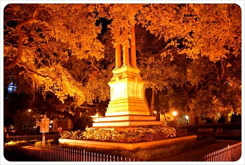 savannah wright square at night