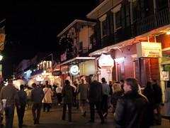 木, 2010-12-02 18:41 - 夜のブルボン通り&ブラス Bourbon Street, French Quarter, New Orleans