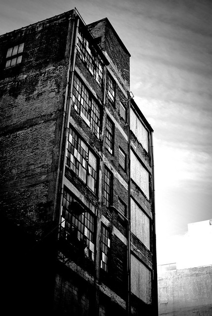 old building on pearl st